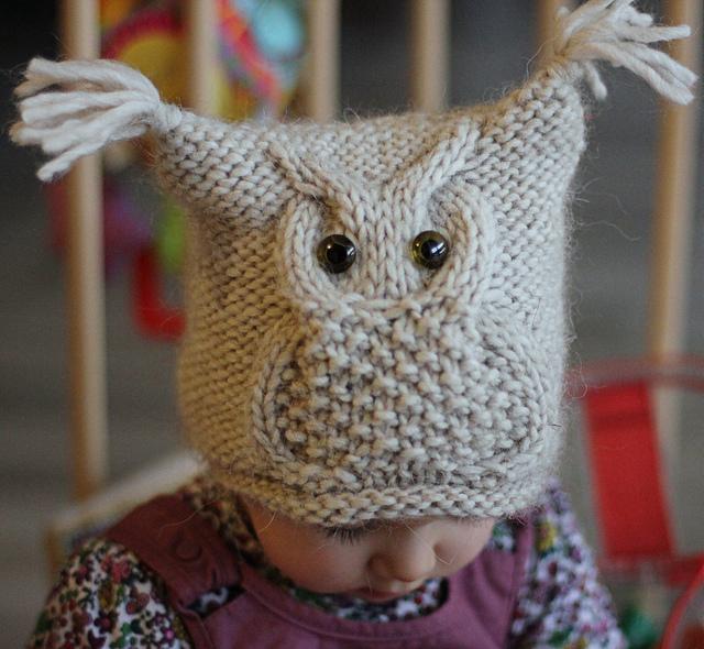 с этой совой на шапочке.