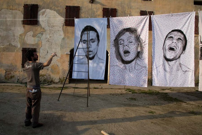 Портреты на простынях 1 (700x466, 110Kb)
