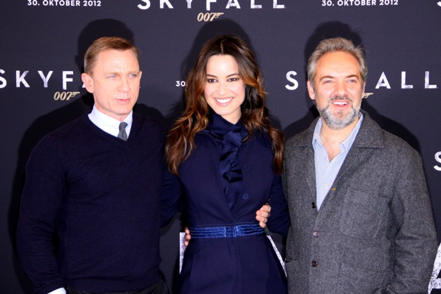 bond%20skyfall%2030oct12%2001 (640x427, 78Kb)