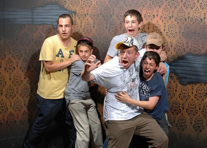 смешные фото людей фабрика страха 1 (700x499, 139Kb)