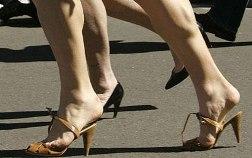 на ноге чуть выше пятки появилась какаято шишка при ходьбе болит