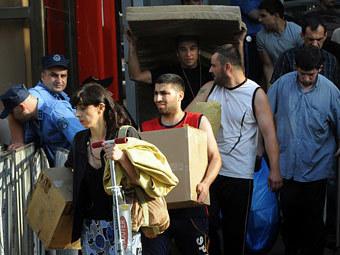 Беженцы в Грузии захватили здание (340x255, 33Kb)