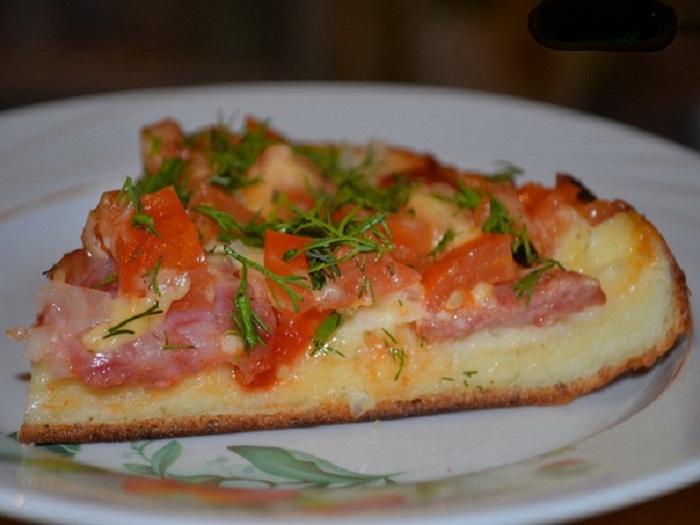 Пицца на сковороде с колбасой и помидорами (700x525, 88Kb)