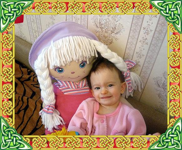 как адаптировать ребенка к детскому саду/1352442368_YUlya_s_kukloy_1_getImagesh (582x480, 131Kb)