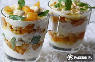 Йогуртовый десерт с хурмой, орешками и мёдом (400x261, 41Kb)