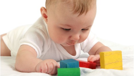 baby_with_toys (470x267, 20Kb)