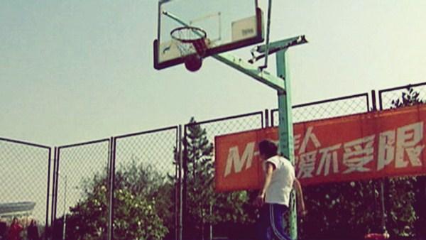 Бабушка-баскетболист из Китая. Видео