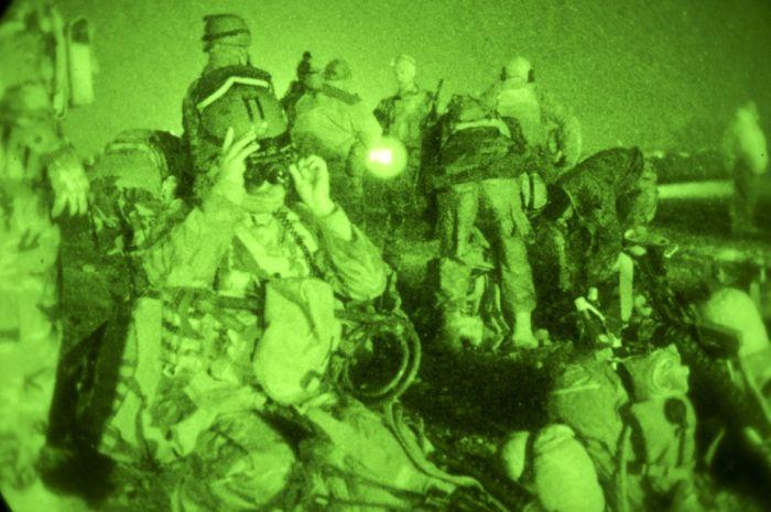 Ночное видение. Военные фотографии(700x465, 59Kb)