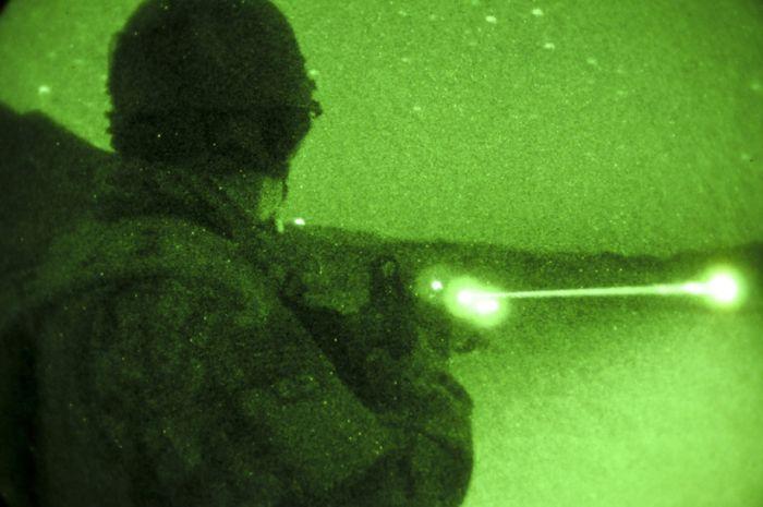 Ночное видение. Военные фотографии(700x465, 43Kb)