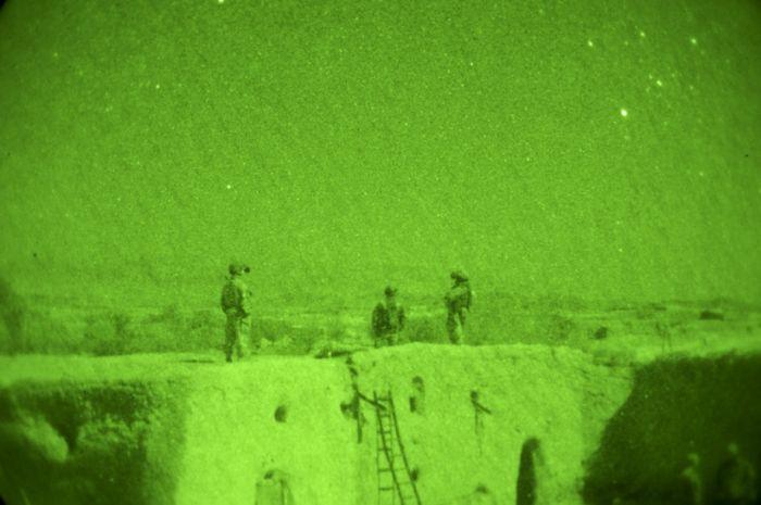 Ночное видение. Военные фотографии(700x465, 42Kb)