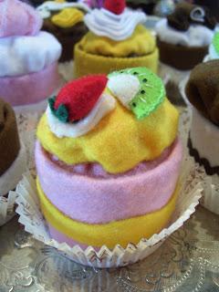 cupcake feutrine 1 (240x320, 27Kb)