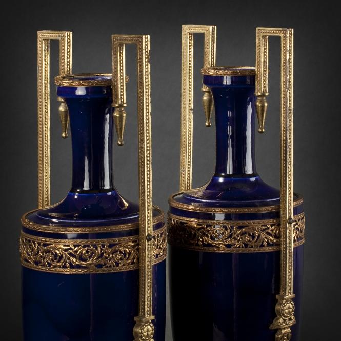665x665_paire_vases_2NPaire de vases en forme d'urne en faïence bleu de four (665x665, 308Kb)