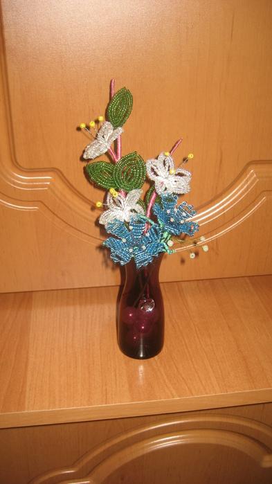 Мои первые цветы из бисера.