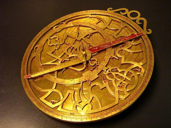 1304026614_1303936571_astrolabe_11 (700x525, 105Kb)