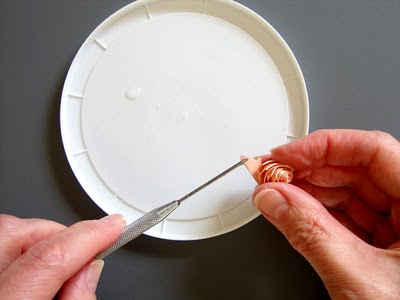 folded-rose-applying-glue-edit (400x300, 17Kb)