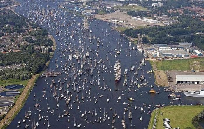 парад судов в Амстердаме1а (700x445, 378Kb)