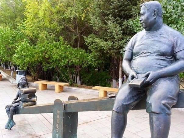 Памятник в Китае, посвященный силе книги (604x453, 57Kb)