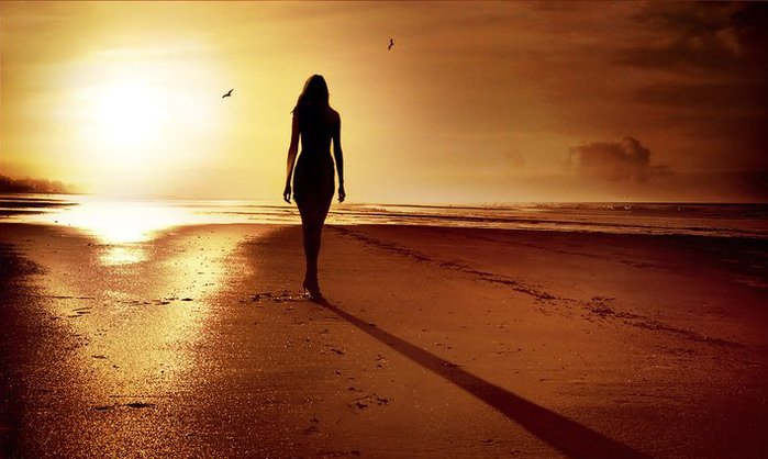 woman_shadow_beach (700x418, 165Kb)
