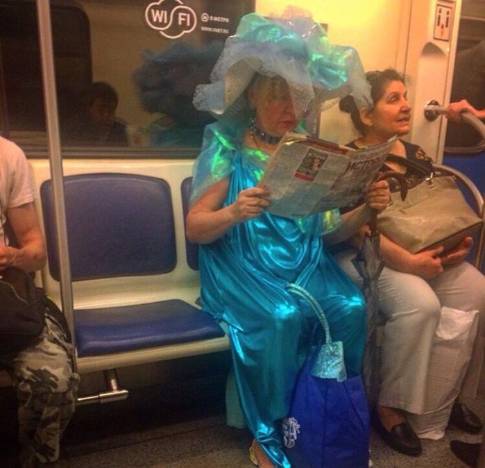 Смешная мода в метро5а (700x674, 446Kb)