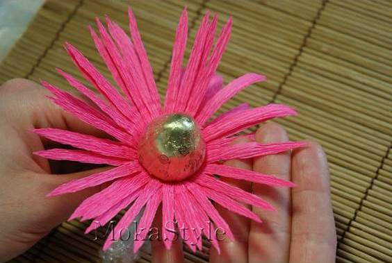 DIY-Chocolate-Gerbera-Flower-Bouquet-10 (564x379, 179Kb)