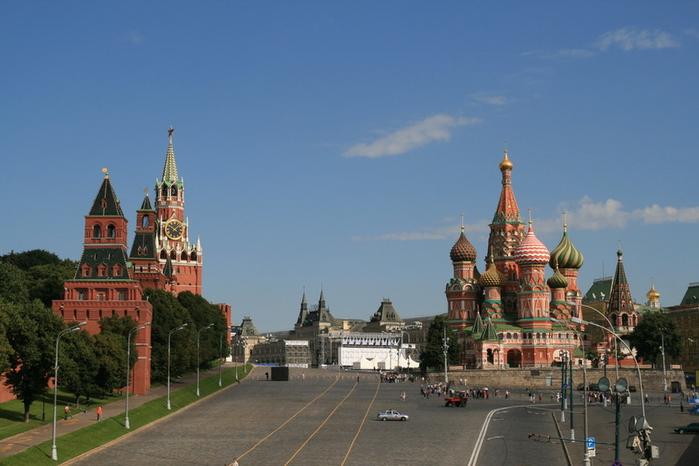 1. Московский Кремль и Красная площадь (700x466, 279Kb)