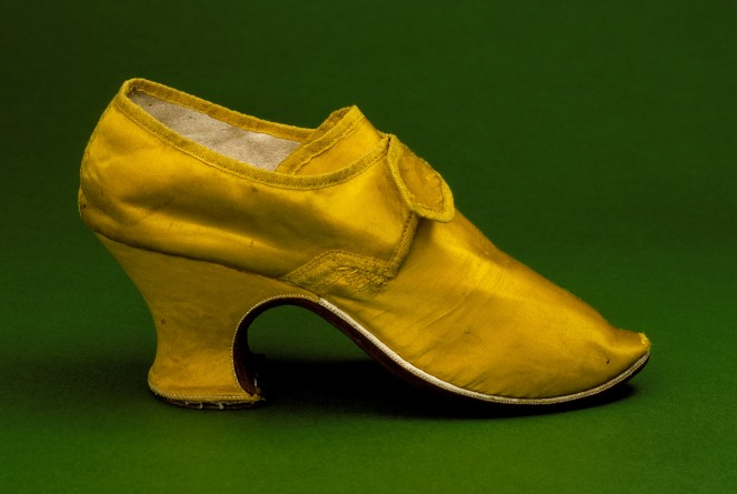 3085196_Womans_yellow_silk_shoes_1760s663x445 (663x445, 46Kb)