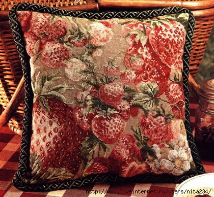 DVG-Strawberry fields pillow (420x388, 196Kb)