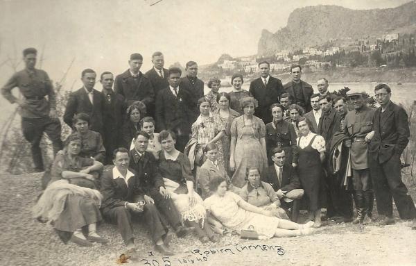 бра 26 Крым, Симеиз, 1940 У горы Кошка 81 (600x383, 242Kb)