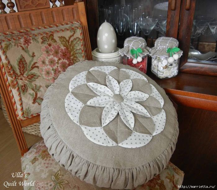 Лоскутное шитье. Подушка с цветком (1) (700x612, 352Kb)