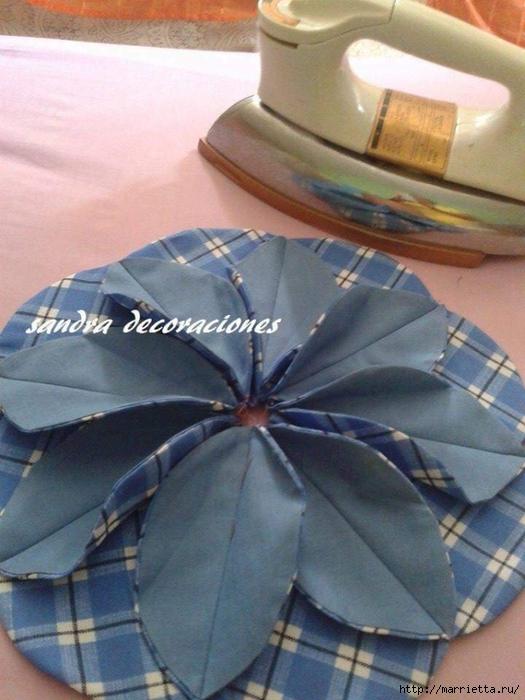 Лоскутное шитье. Подушка с цветком (11) (525x700, 261Kb)
