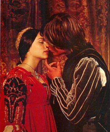 36506_tribune_romeo_and_juliet (358x430, 152Kb)