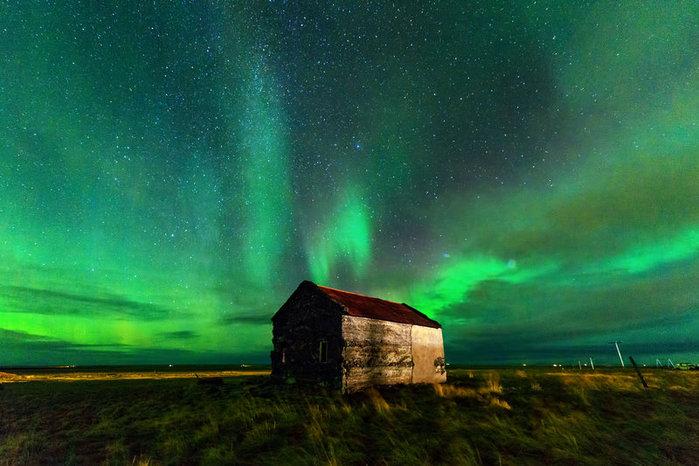 aurora borealis house angel (700x466, 81Kb)