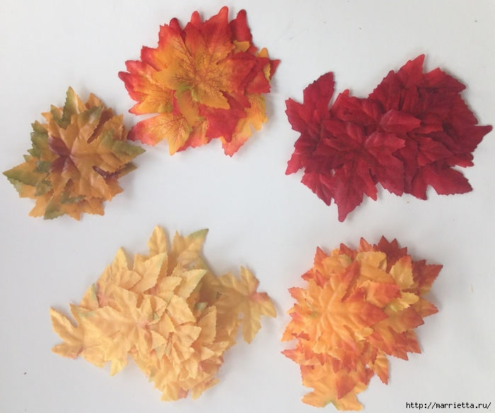 Декоративная салфетка из искусственных осенних листьев (3) (700x583, 239Kb)