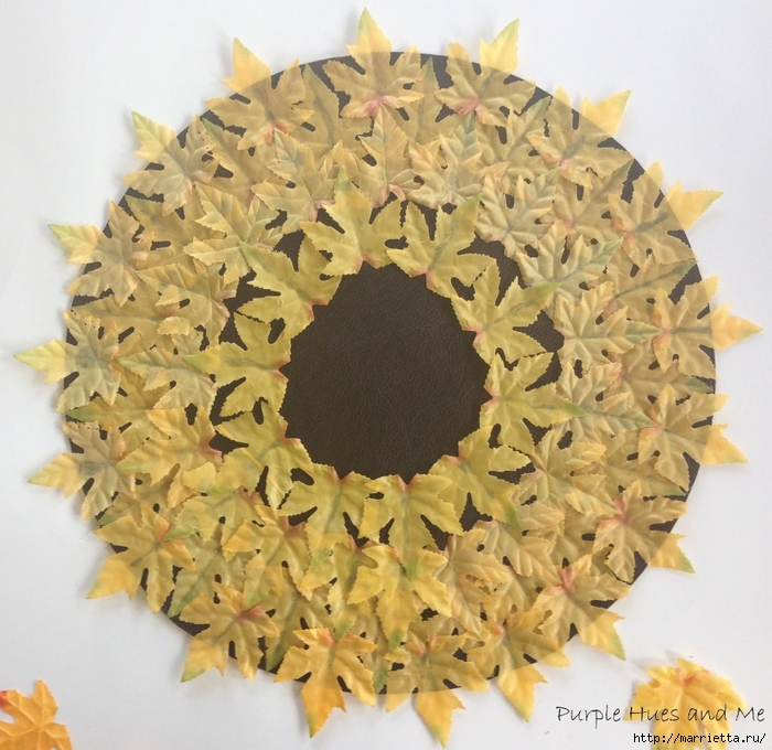 Декоративная салфетка из искусственных осенних листьев (5) (700x680, 344Kb)