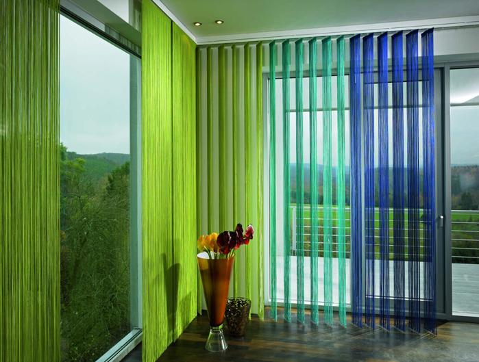 Жалюзи на балкон: оригинальный и практичный вариант оформлен.