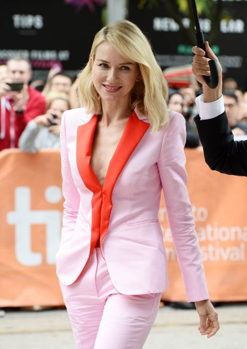 naomi-watts-pink-suit-12sept15-01 (494x700, 195Kb)