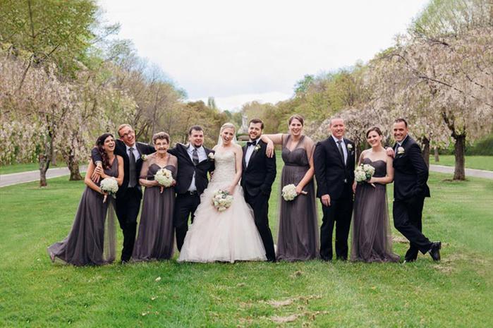 89 летняя бабушка стала подружкой невесты на свадьбе внучки 125090359 091815 0550 wedding33