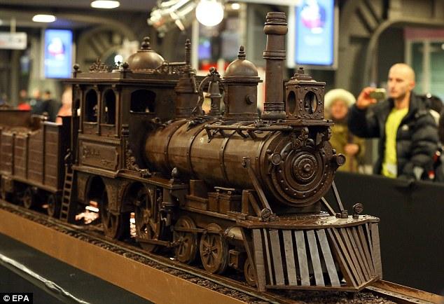поезд из шоколада/3185107_shokoladnii_poezd_brussel (634x434, 81Kb)