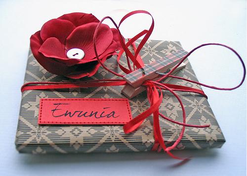 Как сделать подарок для друга своими руками