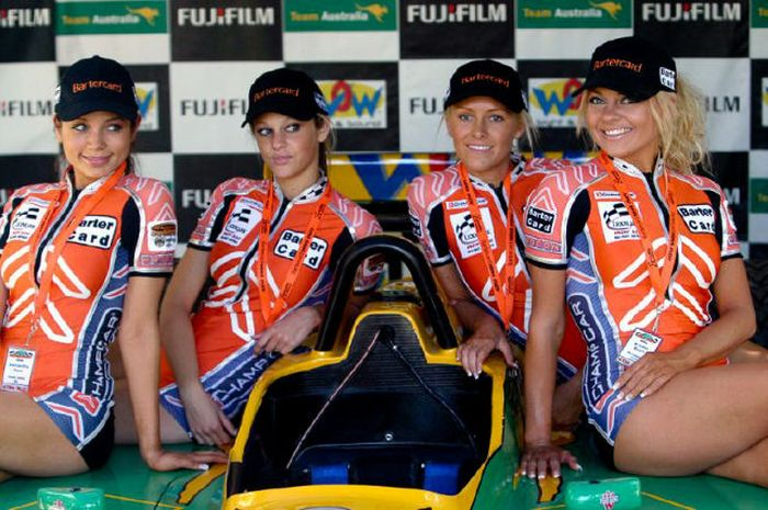 grid_girls_the_1_70 (700x465, 81Kb)