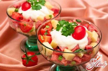 salat-s-kolbasoj-i-pomidorami-1 (450x295, 94Kb)