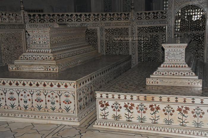 5130025_tomb (700x465, 138Kb)