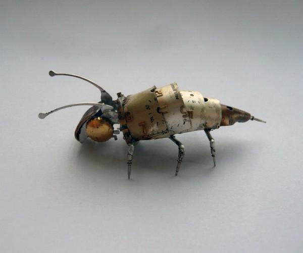 Механические насекомые и украшения в