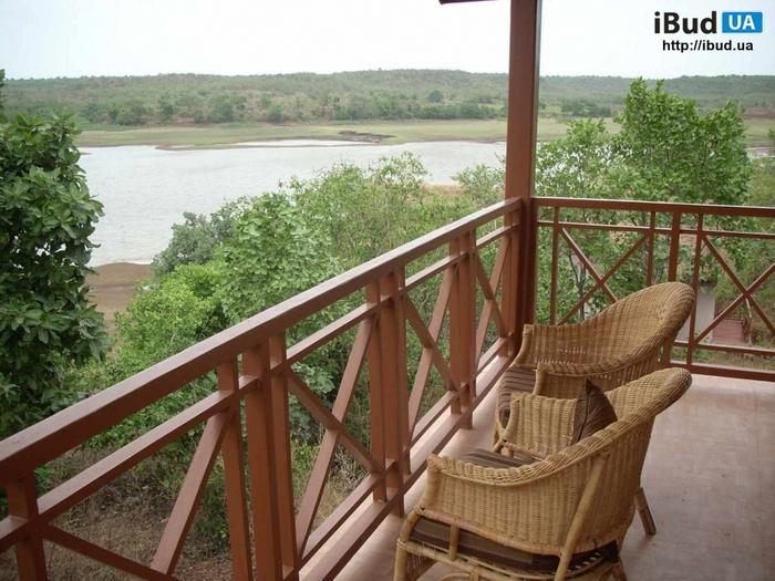 Фото - уютный коричневый балкон 1 квадратный метр в французс.