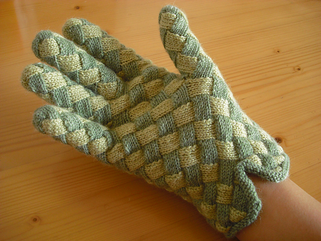 Entrelac_Gloves_Right_medium2 (640x480, 285Kb)