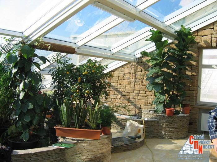 Желательно размещать зимний сад на юго-западной или юго-восточной стороне здания.