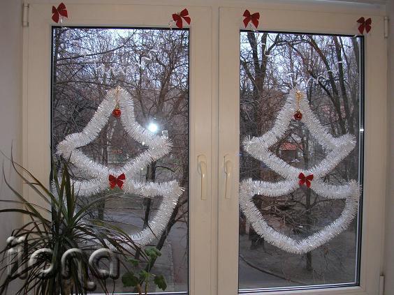 как украсить окна мишурой фото