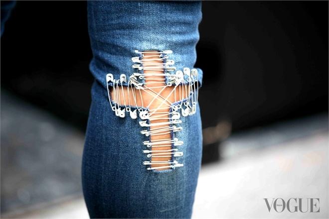 Джинсы с крестом / Переделка джинсов / Модный сайт о стильной переделке одежды и интерьера / secondstreet.ru / Surfingbird.ru