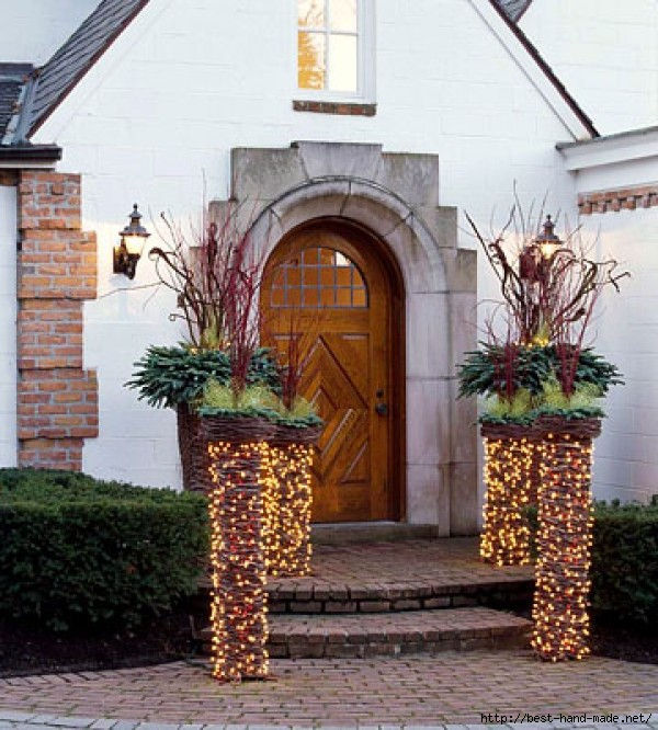 Earthy-Entrance-Outdoor-Christmas-Lights-Decorating-Design-e1319576505778 (600x666, 255Kb)