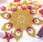 Превью салфетка крючком золотая снежинка с сантой (700x680, 665Kb)